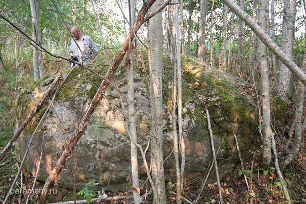 Лабрадорий камень из комплекса Тиуновского святилища