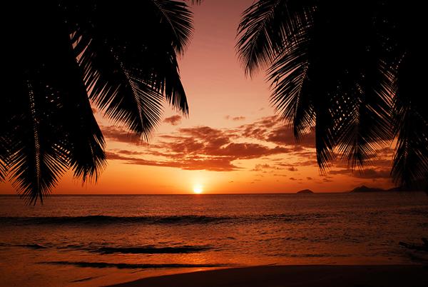 Sunset La Digue_Raymond Sahuquet
