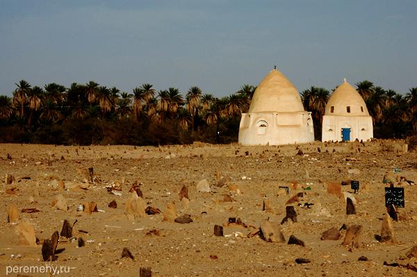 За суданскими кладбищами присматривают усыпальницы местных святых