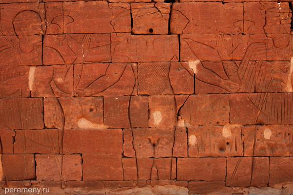 Археологи собирали разрушенные храмы по кусочкам